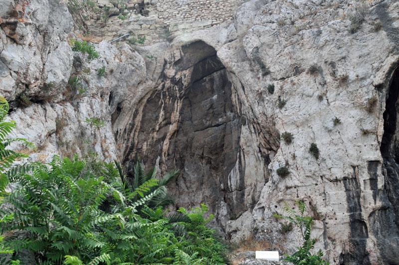 απόκρυφα σπήλαια